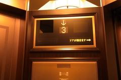 両開きエレベーター.JPG