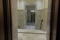 左ドアから観た入り口.JPG