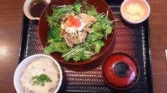 鶏の竜田揚げとたっぷり野菜のネギソース定食.jpg